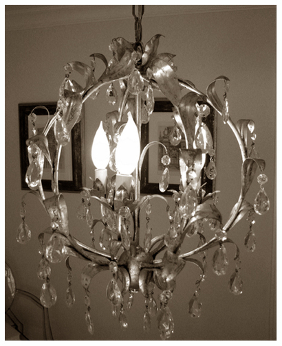 Dining_table_chandelier