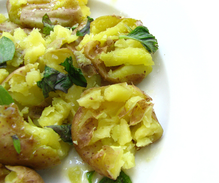 Smashed_potatoes_2