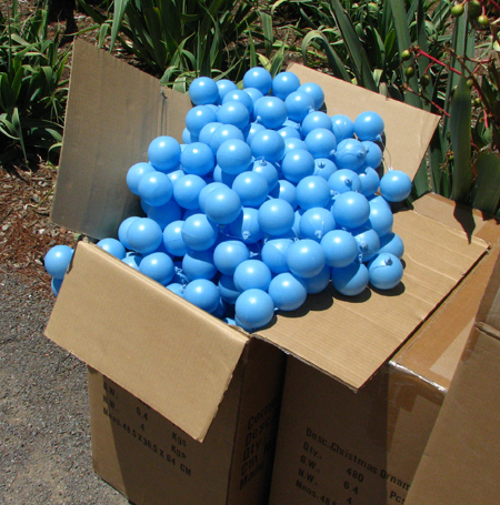 Blue_balls_for_modern_tree