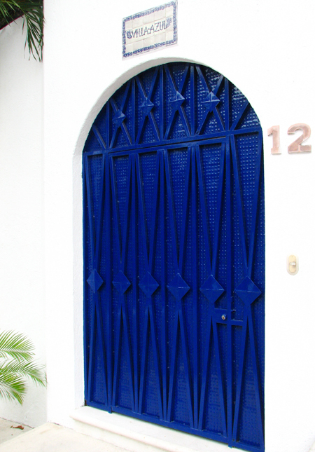 Villa_azul_blue_door_2